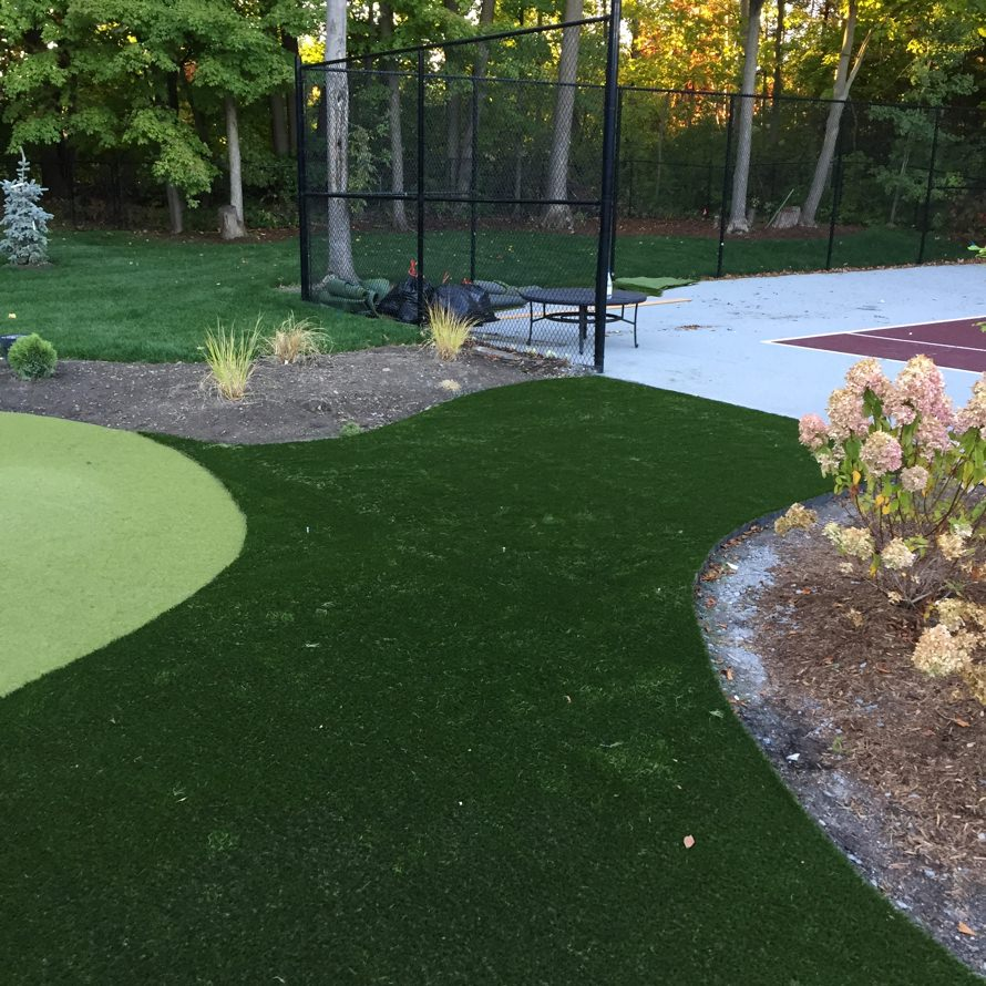 showcasing the cedarview 5 hole putting green install